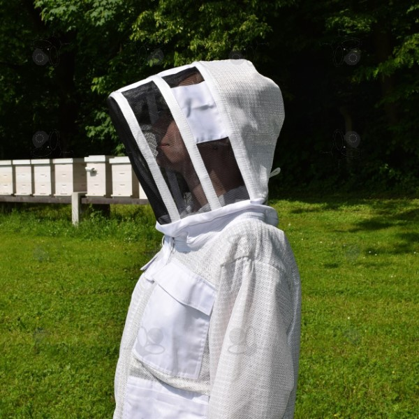 Méhész kabát fejvédőve